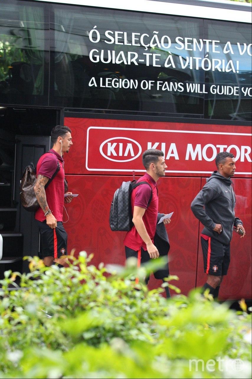 Автобус сборной Португалии. Фото Василий Кузьмичёнок