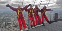 Канадец отметил 97-летие, спустившись по веревке с телебашни в Торонто