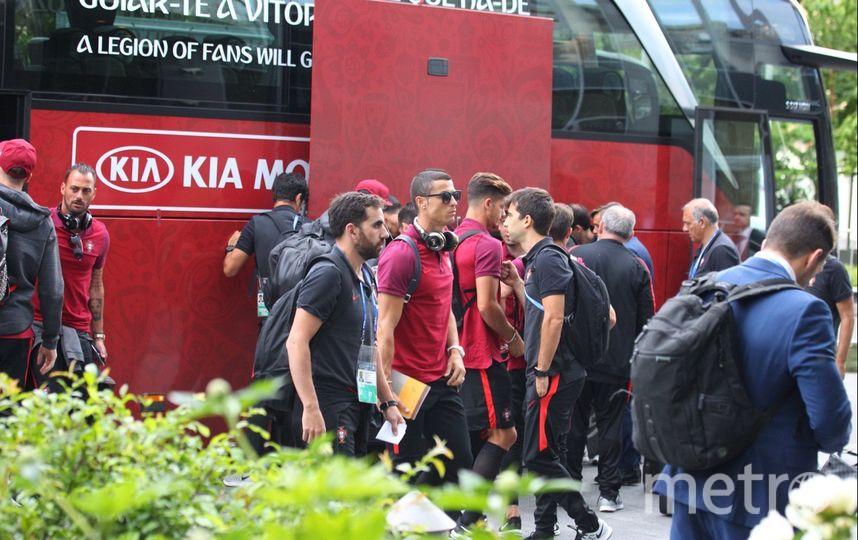 Репортёр Metro встретил сборную Португалии. Фото Василий Кузьмичёнок