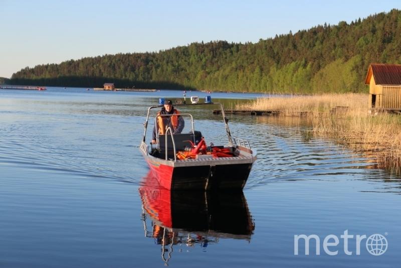 Поиски подростков на Ладожском озере - фотоархив.