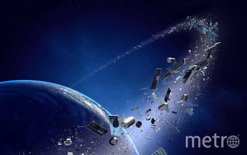 Фрагменты отработавших своё аппаратов вращаются вокруг планеты. Фото iStock