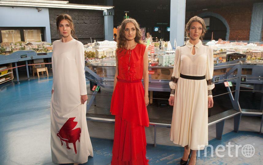 """Перед """"Алыми парусами"""" петербургские дизайнеры устроили показ мод."""