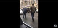 Конфликт между пенсионером-пешеходом и водителем в центре Петербурга закончился дракой