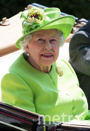 Королева Елизавета II выбрала зеленую шляпку. Фото Getty