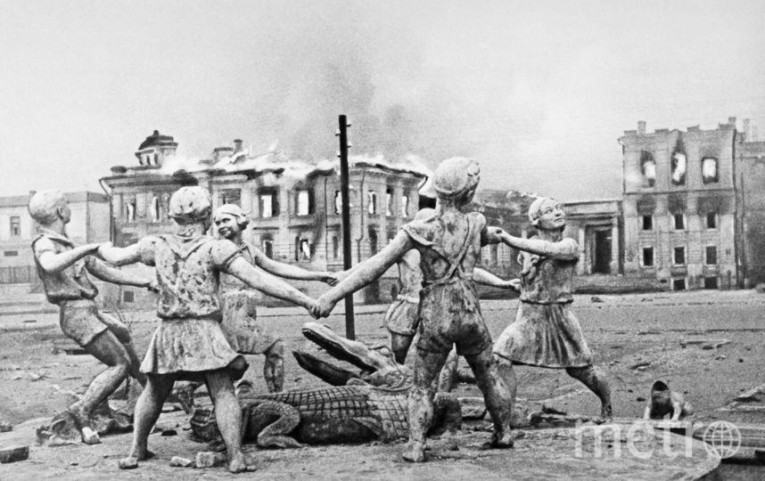 Сталинград. На вокзальной площади после налёта фашистской авиации. Фото Эммануил Евзерихин | Фотохроника ТАСС
