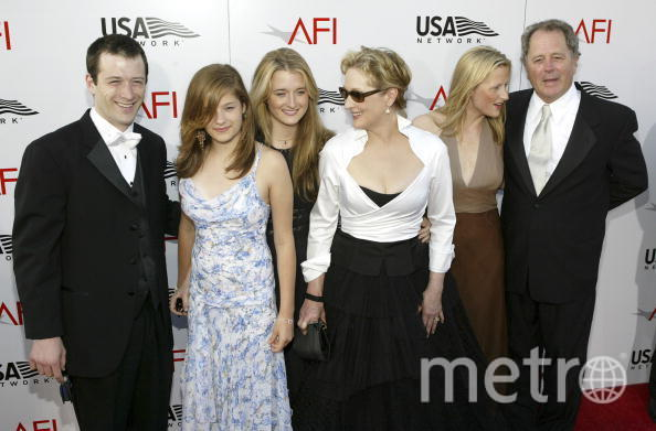 "Мэрил Стрип c семьёй на 32-ой ежегодной премии ""Life Achievement Award"". Фото Getty"