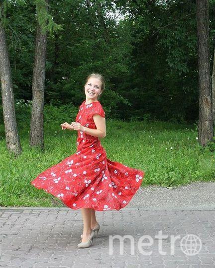 я вообще люблю платья и ношу только платья или юбки, а это особенно счастливое, потому, что в нём я отпраздновала юбилей моей тети. Анастасия.