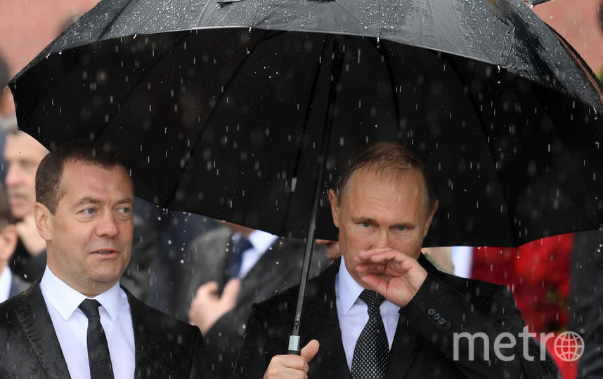 Владимир Путин под ливнем. Фото AFP