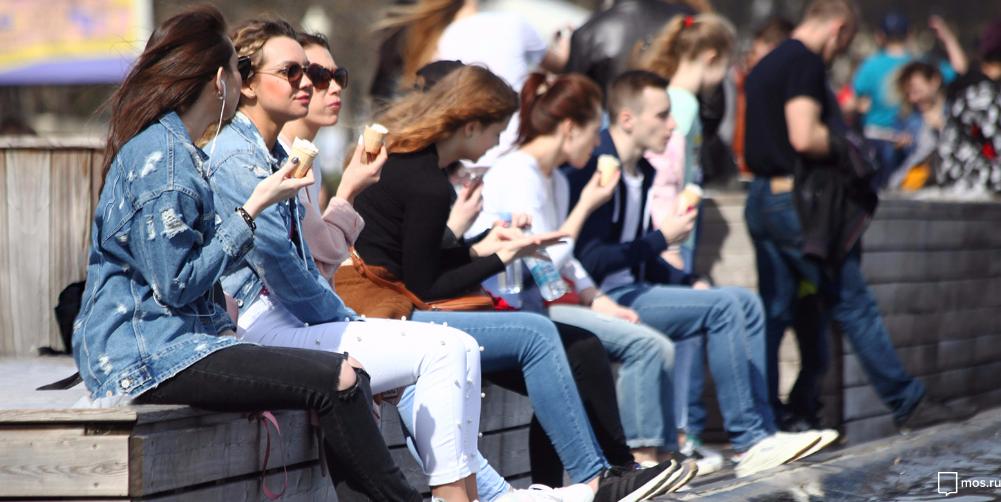 Йога, зумба и прыжки на батуте: В парках Москвы отметят День молодежи. Фото mos.ru