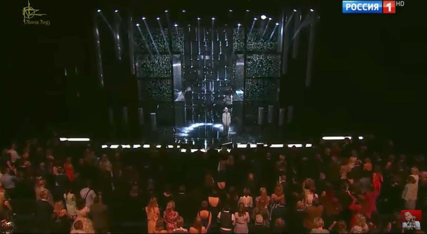 Песню Захаровой исполнила Наргиз Закирова. Зал встал. Фото Скриншот Youtube
