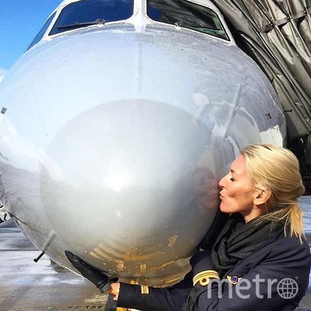 Сюзанна целует свой самолёт. Фото Susanna Sundberg