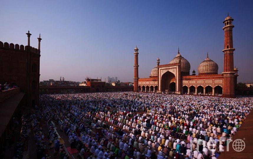 25 июня в 7 часов утра началось чтение Корана. Фото Getty