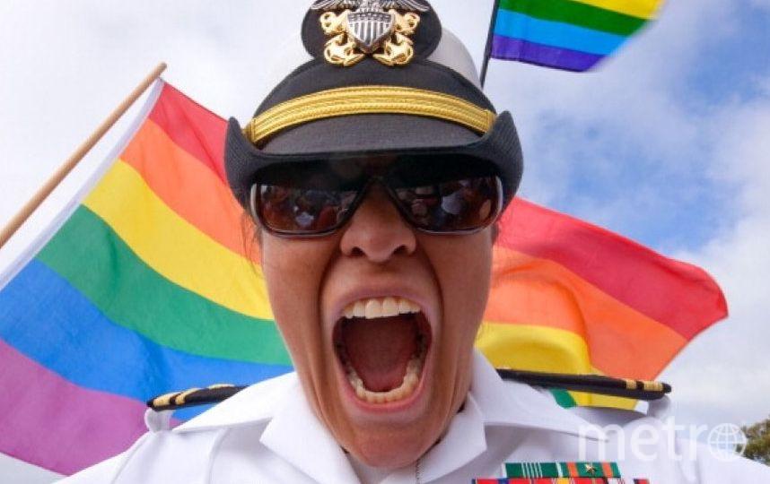 На фото военная медсестра и участница гей-парада в 2011 году. Фото Getty
