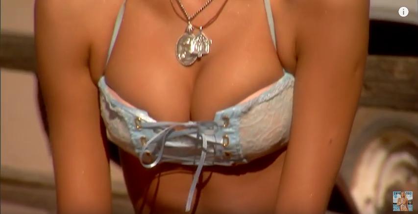 Голая Ирина Шейк сыграла на гитаре в пикантном видео. Фото Скриншот Youtube
