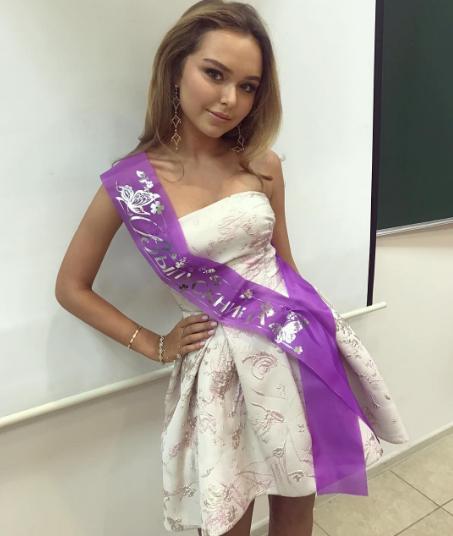 Стефания Маликова на выпускном. Фото Instagram Стефании Маликовой.