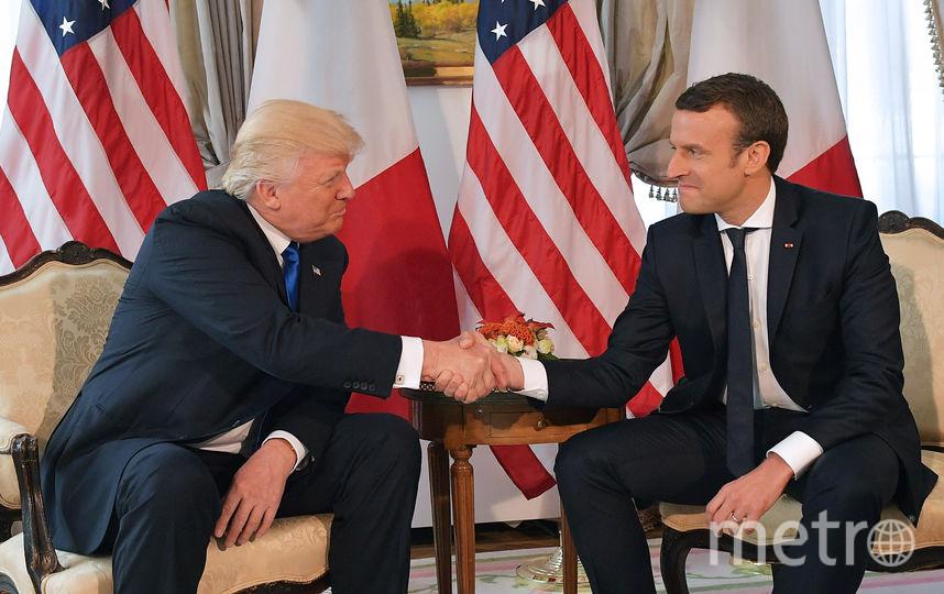 Рукопожатие Дональда Трампа и Эммануэля Макрона на встрече перед саммитом НАТО в Брюсселе. Фото AFP