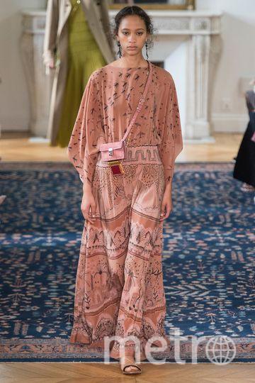 Свободные платья и сарафаны отлично подойдут современным грациям. Фото curli2007.blogspot.ru , vogue.com/fashion-shows.