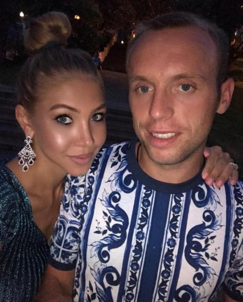 https://www.instagram.com/dariaglush/?hl=ru.