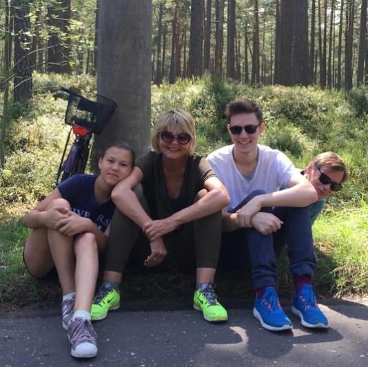 Юлия Меньшова с семьёй. Фото Instagram Юлии Меньшовой