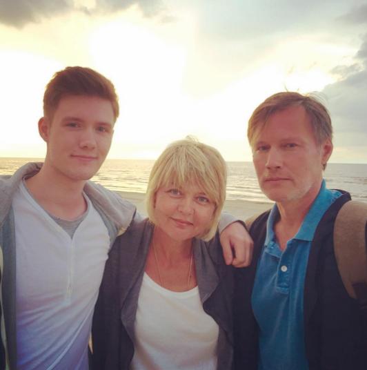 Юлия Меньшова с мужем Игорем Гординым и сыном Андреем. Фото Instagram Юлии Меньшовой