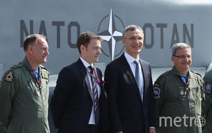 Генсек НАТО Йенс Столтенберг и военнослужащие. Фото Getty