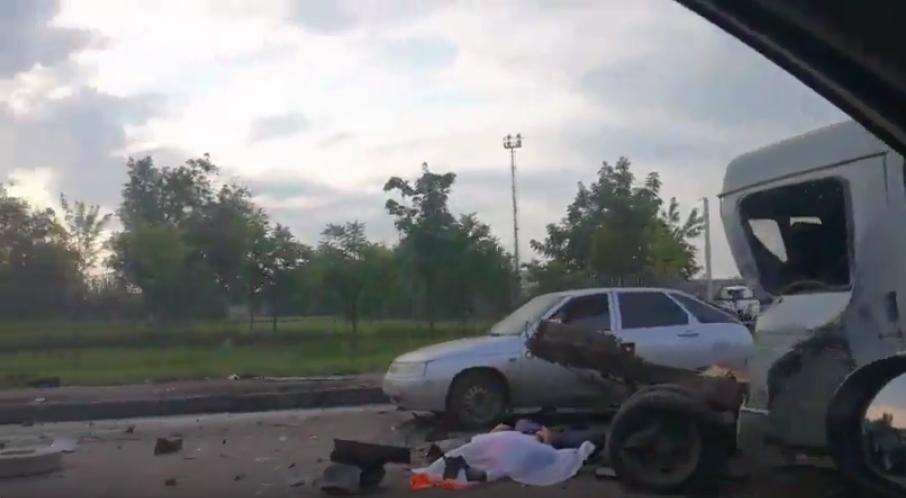 В Краснодаре пьяный подросток на иномарке сбил пятерых рабочих.