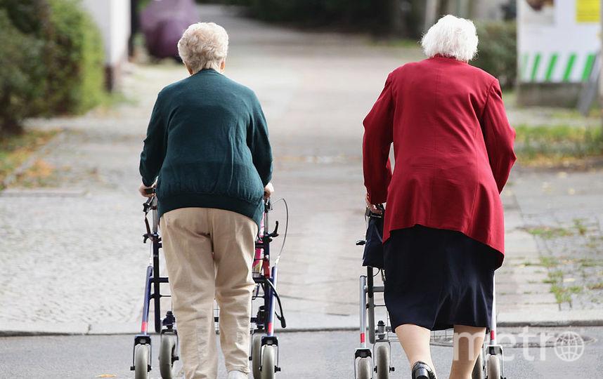 Куда едут пенсионеры ранним утром в час пик. Фото Getty