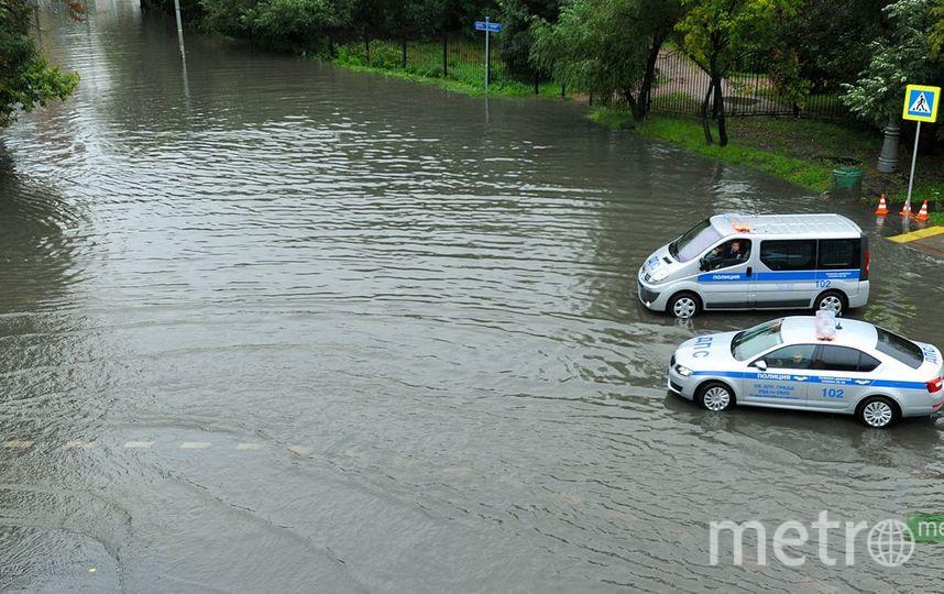 Из-за града столичные водители «едут поприборам»— Видимость нулевая
