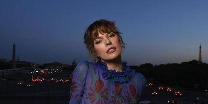 Звёзды на Неделе высокой моды в Париже. Милла Йовович. Фото Getty