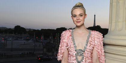 Звёзды на Неделе высокой моды в Париже. Эль Фаннинг. Фото Getty