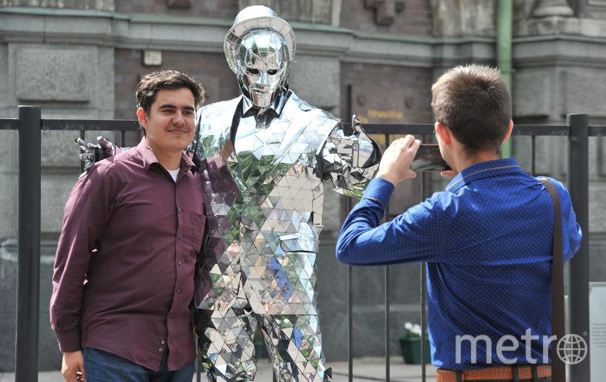 """Этот «инопланетянин»  блестит на солнце и привлекает внимание туристов. Фото Святослав Акимов, """"Metro"""""""
