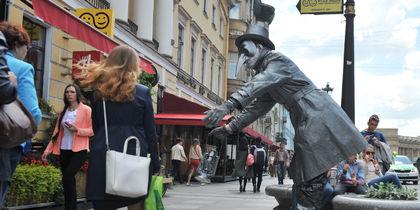 """Живые статуи заполонили центр Петербурга. Фото Святослав Акимов, """"Metro"""""""