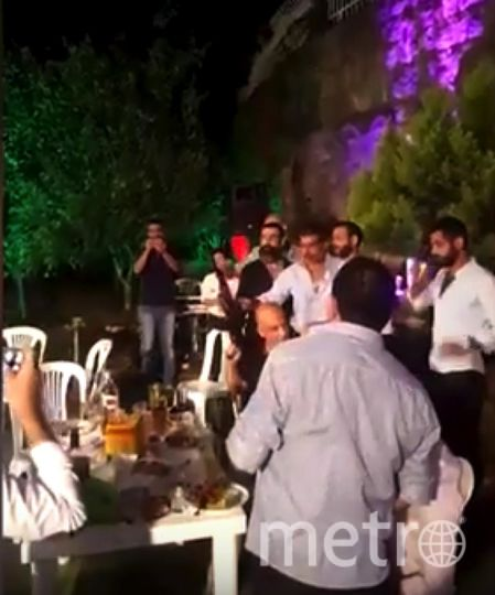 """На свадьбе в Ливане """"праздничная"""" автоматная очередь подстрелила фотографа. Фото Все - скриншот YouTube"""