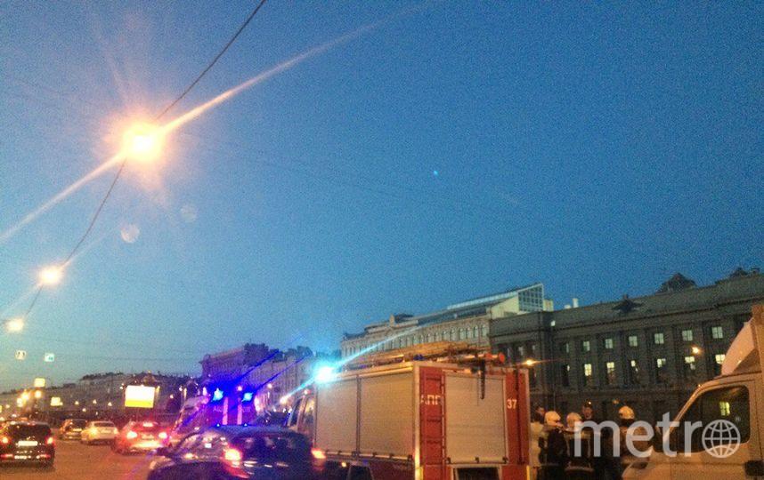 На место происшествия прибыли машины МЧС. Фото vk.com