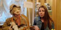 Выставку погибшей в теракте художницы открыла её дочь