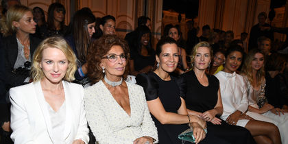 Cофи Лорен и Кейт Уинслет на показе Giorgio Armani Prive. Фото Getty