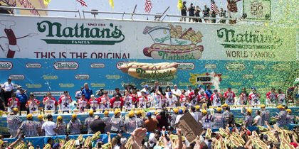 Nathan's Annual Famous International Hot Dog Eating Contest. Фото AFP