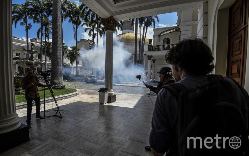 Сторонники Мадуро ворвались в парламент Венесуэлы. Фото AFP