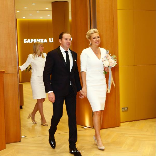 Адвокат, посадивший Лошагина, женился начемпионке мира побоксу изНижнего Тагила