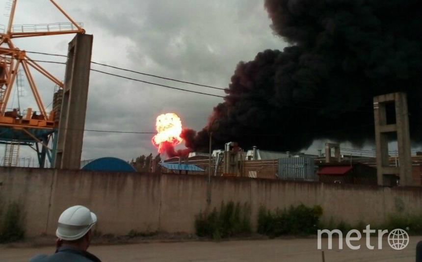 Размещены фото ивидео мощного пожара назаводе вМеталлострое