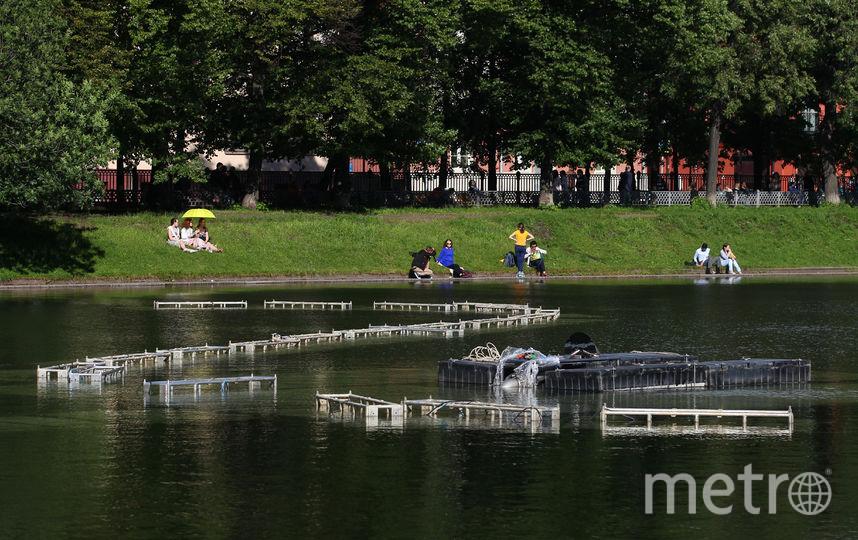 """Влюбленный москвич построил фонтан на Патриарших. Фото Василий Кузьмичёнок, """"Metro"""""""