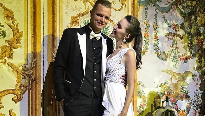 Дмитрий Тарасов и Анастасия Костенко удивили поклонников свадебным фото. Фото Getty