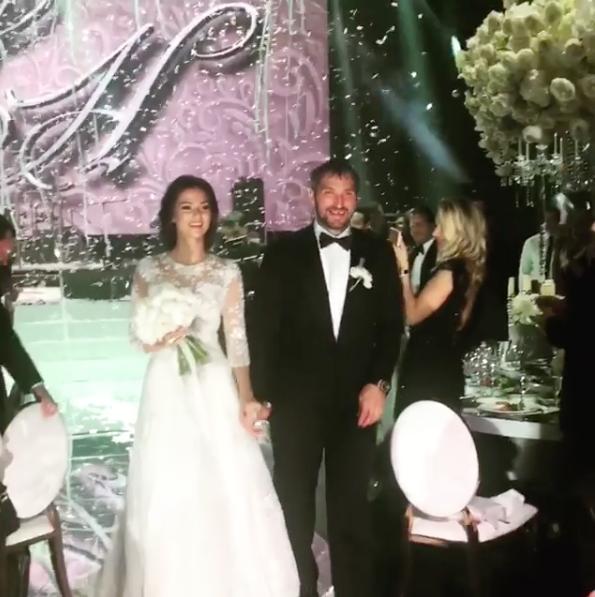 Теперь они решили отпраздновать свадьбу. Фото instagram.com