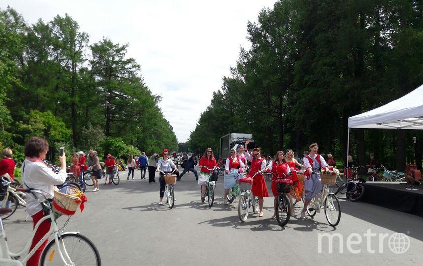 Женский велопробег на Крестовском острове.