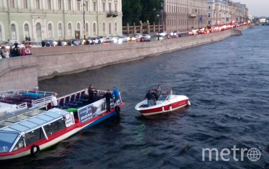 Фото с места событий у набережной Невы. Фото vk.com