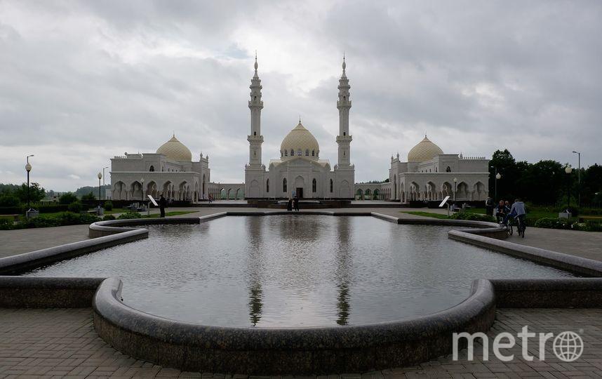 Белая мечеть в Болгаре напоминает знаменитый храм Тадж-Махал. Здесь проходят праздничные намазы с трансляцией по телевидению  и съезды представителей мусульманского духовенства из регионов России. Фото Алена Бобрович.