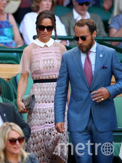 Пиппа Миддлтон с братом Джеймсом - первый выход на Уимблдон, в скромном наряде. Фото Getty