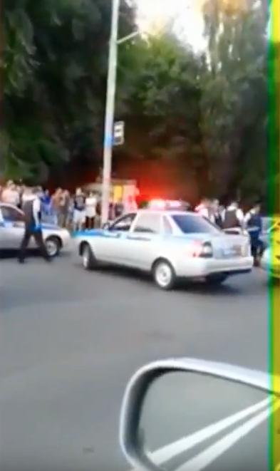 Под Ростовом сотрудник полиции расстрелял авто с людьми. Фото Скриншот Youtube