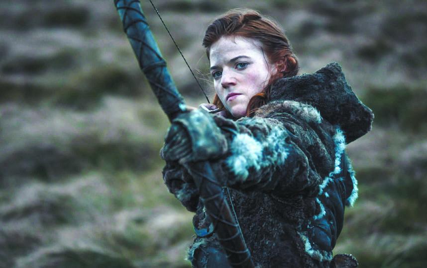 Лесли Роуз, сыгравшей Игритт в сериале, удалось забрать лук со съёмок. Фото HBO.