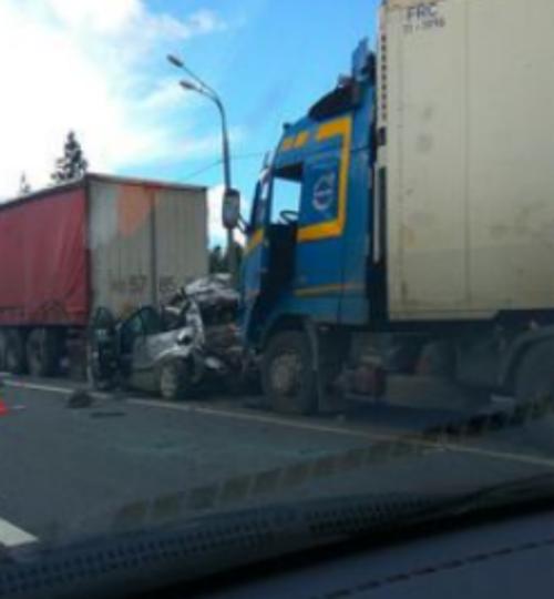 На трассе Москва-Петербург произошло массовое ДТП: шесть авто, трое погибших. Фото Скриншот  YouTube